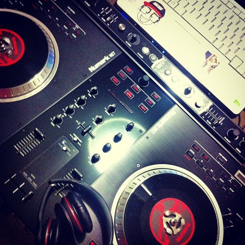 @DJDowJones504 #WhatDaStreetsNeed Mixshow 11-2-13
